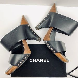 GUC CHANEL WOOD AND LEATHER MULE CLOGS
